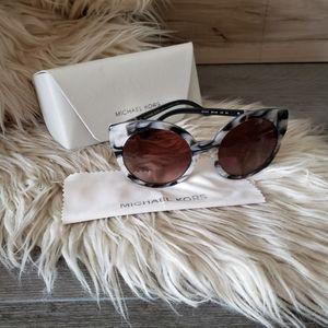 MICHAEL KORS - Sunglasses & case